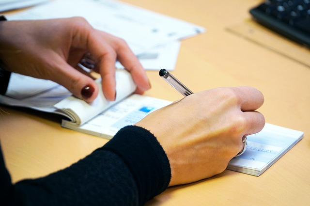 Entenda-as-diferencas-entre-auxiliar-e-assistente-administrativo